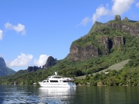 Cosmos_at_anchor_in_Moorea_Tahiti